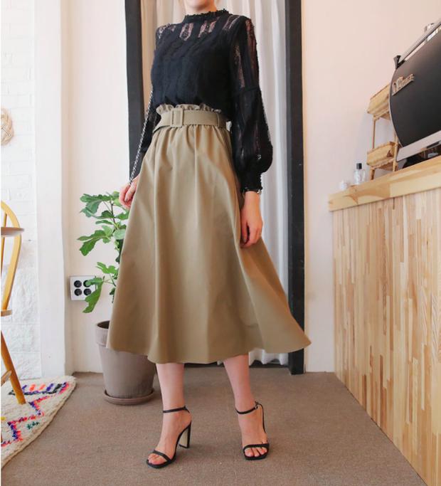 Tạm cất những thiết kế mỏng manh mềm mại, chân váy mùa thu năm nay lại thiên về kiểu đứng dáng thế này - Ảnh 4.