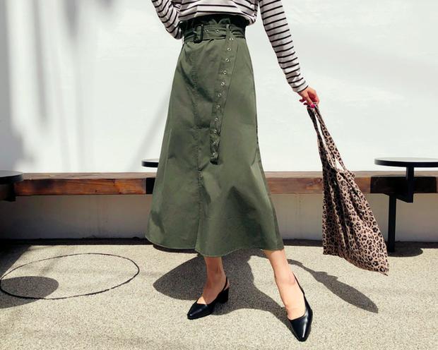 Tạm cất những thiết kế mỏng manh mềm mại, chân váy mùa thu năm nay lại thiên về kiểu đứng dáng thế này - Ảnh 6.