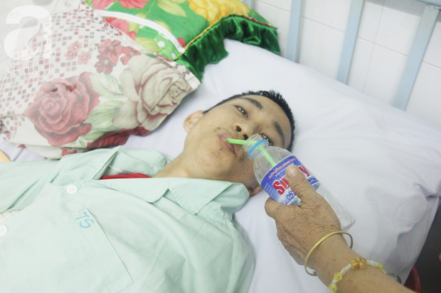 Xin cơm từ thiện suốt 2 năm, người mẹ nuôi con trai tật nguyền chỉ ước có một bữa no rồi chết cùng con - Ảnh 7.