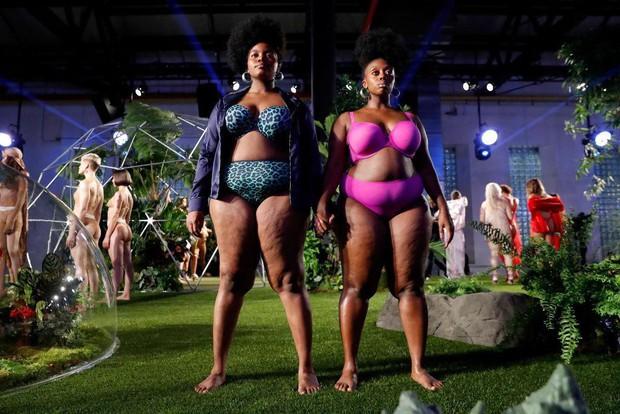 Câu hỏi: Show diễn nội y đầu tiên của Rihanna có gì đáng gờm mà để Marc Jacobs phải ra tay chèn ép? - Ảnh 2.