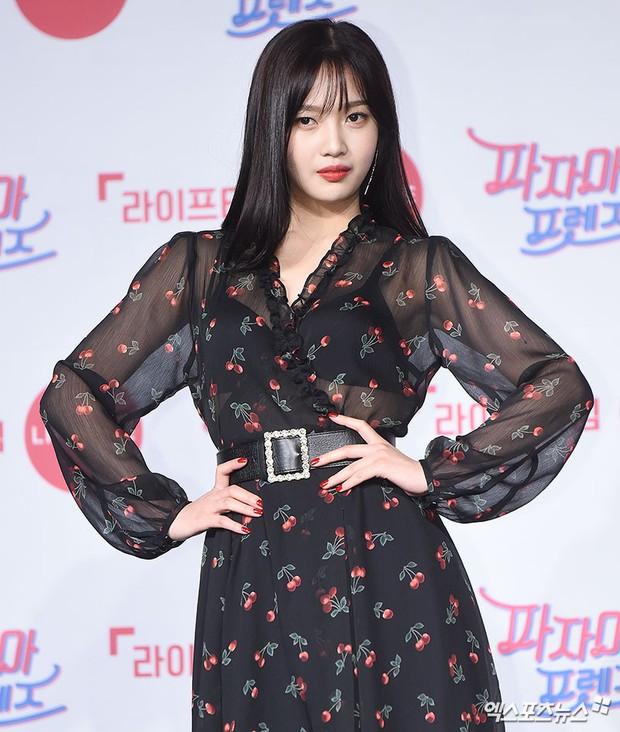 Diện đầm xuyên thấu sexy, mỹ nhân Red Velvet vẫn bị Song Ji Hyo hơn 15 tuổi chiếm hết spotlight tại sự kiện - Ảnh 12.