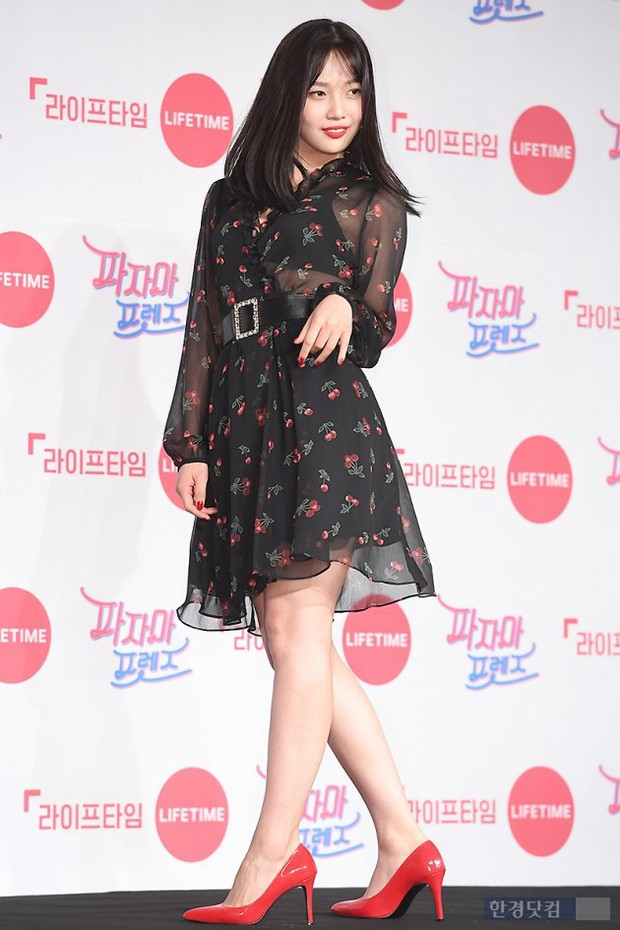 Diện đầm xuyên thấu sexy, mỹ nhân Red Velvet vẫn bị Song Ji Hyo hơn 15 tuổi chiếm hết spotlight tại sự kiện - Ảnh 10.