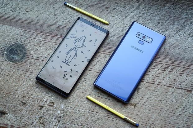 Mặc kệ iPhone XS Max, dân tình vẫn đổ xô đi mua Galaxy Note9 đến mức Samsung không còn hàng để bán - Ảnh 1.