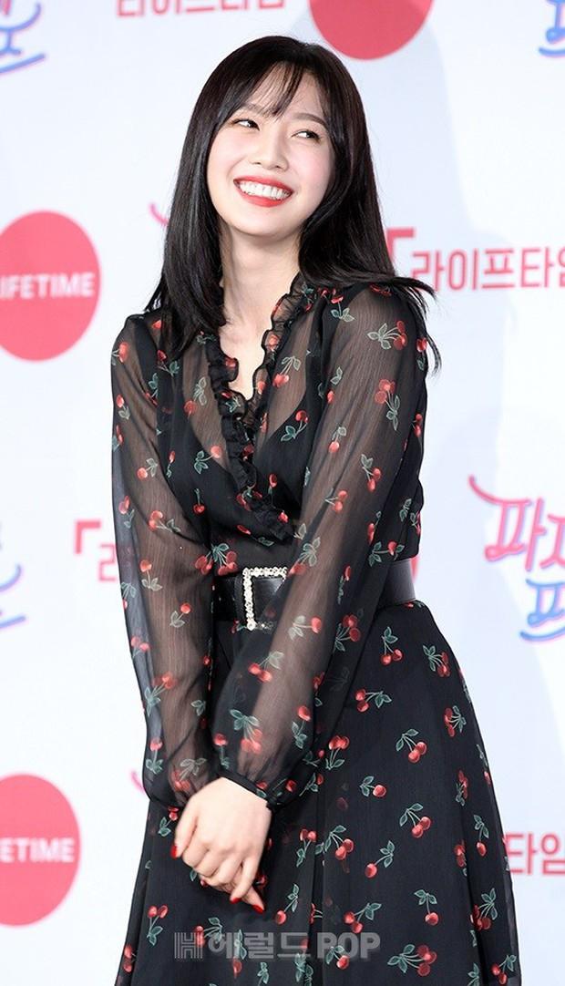Diện đầm xuyên thấu sexy, mỹ nhân Red Velvet vẫn bị Song Ji Hyo hơn 15 tuổi chiếm hết spotlight tại sự kiện - Ảnh 11.