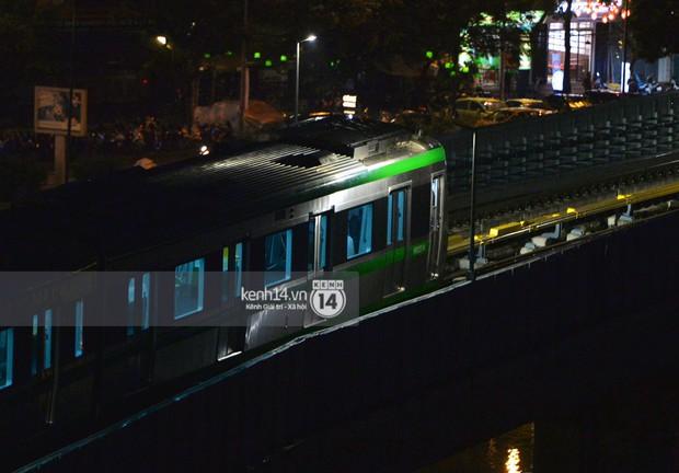 Ảnh: Tàu điện Cát Linh - Hà Đông chạy thử trong tối sau nhiều ngày tạm dừng - Ảnh 3.