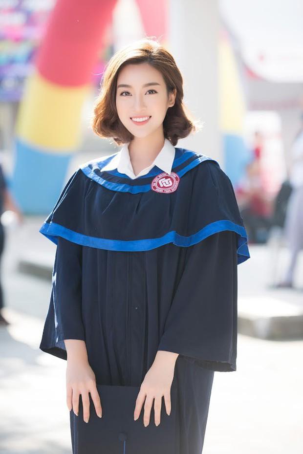1 ngày trước khi hết nhiệm kỳ Hoa hậu Việt Nam, Đỗ Mỹ Linh rạng rỡ cùng bạn bè nhận bằng tốt nghiệp Đại học - Ảnh 1.