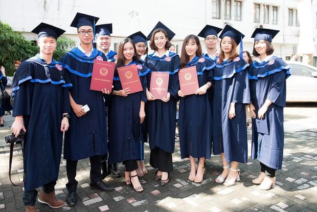 1 ngày trước khi hết nhiệm kỳ Hoa hậu Việt Nam, Đỗ Mỹ Linh rạng rỡ cùng bạn bè nhận bằng tốt nghiệp Đại học - Ảnh 11.