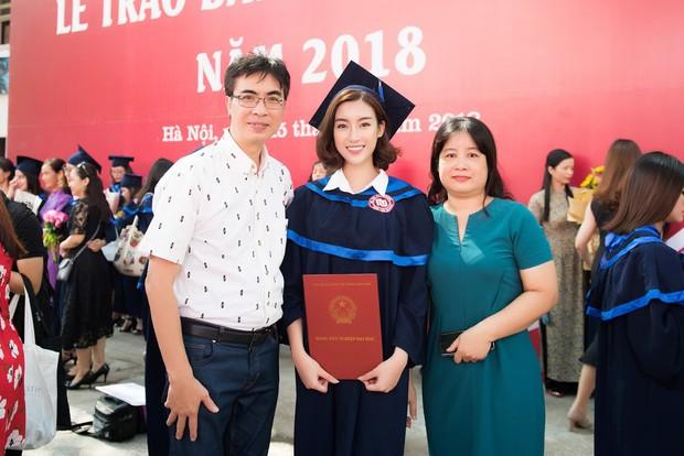 1 ngày trước khi hết nhiệm kỳ Hoa hậu Việt Nam, Đỗ Mỹ Linh rạng rỡ cùng bạn bè nhận bằng tốt nghiệp Đại học - Ảnh 12.