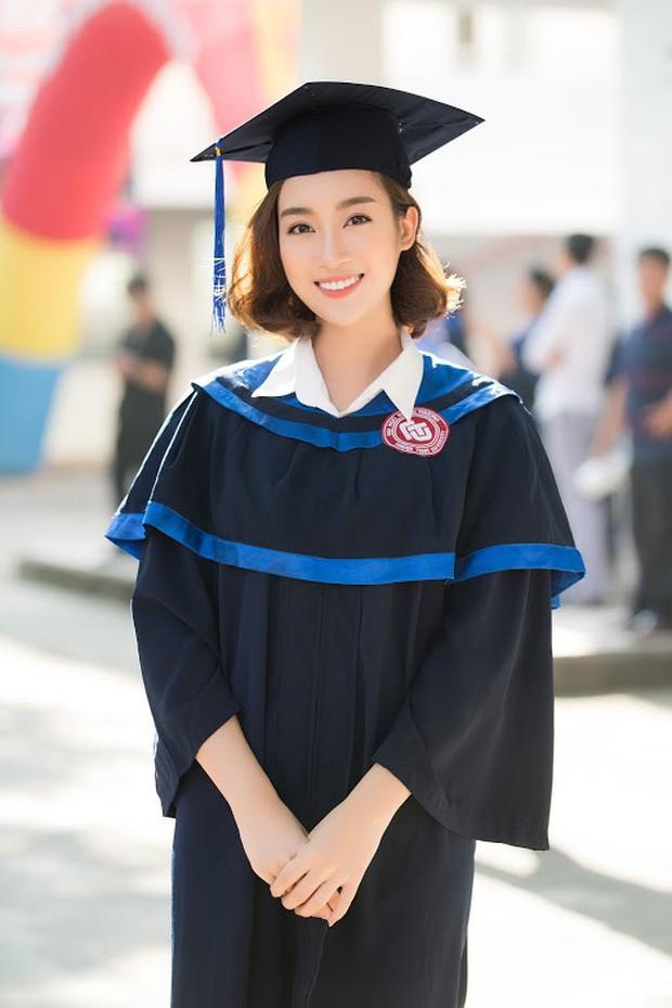 1 ngày trước khi hết nhiệm kỳ Hoa hậu Việt Nam, Đỗ Mỹ Linh rạng rỡ cùng bạn bè nhận bằng tốt nghiệp Đại học - Ảnh 2.