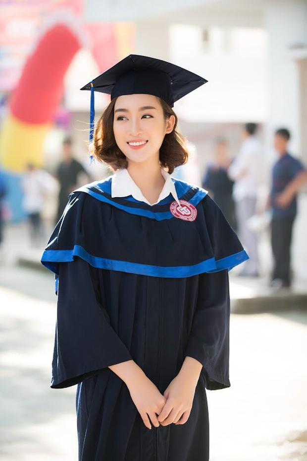 1 ngày trước khi hết nhiệm kỳ Hoa hậu Việt Nam, Đỗ Mỹ Linh rạng rỡ cùng bạn bè nhận bằng tốt nghiệp Đại học - Ảnh 3.