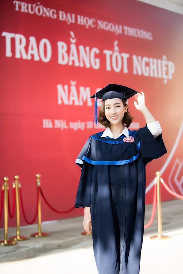 1 ngày trước khi hết nhiệm kỳ Hoa hậu Việt Nam, Đỗ Mỹ Linh rạng rỡ cùng bạn bè nhận bằng tốt nghiệp Đại học - Ảnh 4.