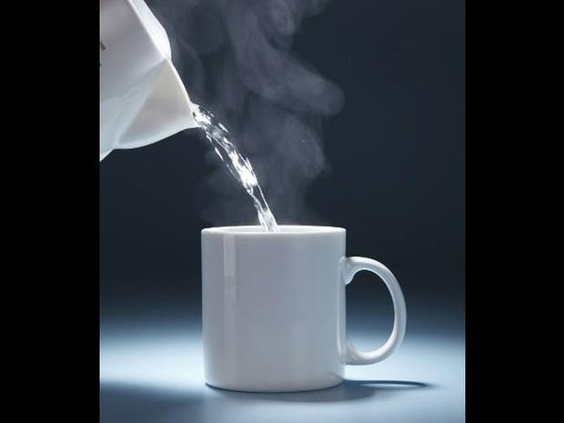 Lợi ích sức khỏe của việc uống nước nóng hàng ngày - Ảnh 1.