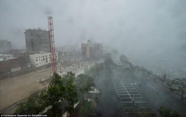 Siêu bão Florence có thể trút 37,8 nghìn tỷ lít nước khi đổ bộ vào Mỹ - Ảnh 3.