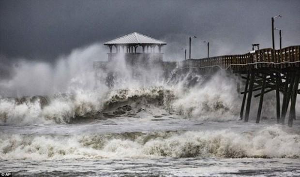 Siêu bão Florence có thể trút 37,8 nghìn tỷ lít nước khi đổ bộ vào Mỹ - Ảnh 4.