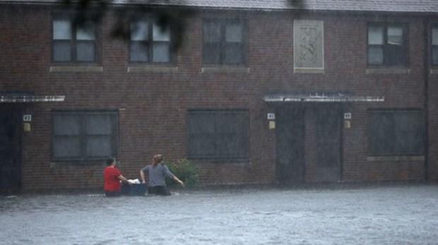 Siêu bão Florence có thể trút 37,8 nghìn tỷ lít nước khi đổ bộ vào Mỹ - Ảnh 6.