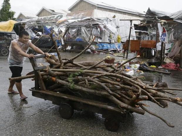 Thông tin thiệt hại về người đầu tiên sau khi siêu bão Mangkhut càn quét Philippines - Ảnh 1.