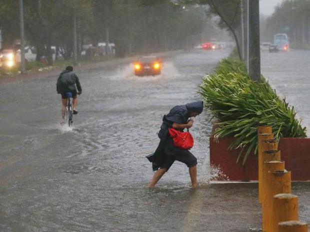Thông tin thiệt hại về người đầu tiên sau khi siêu bão Mangkhut càn quét Philippines - Ảnh 2.