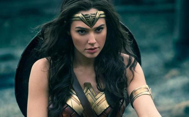 Người được chọn Supergirl có gì mà khiến hãng DC lờ tịtcả chàng đẹp trai Superman? - Ảnh 2.