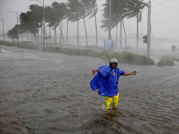 Thông tin thiệt hại về người đầu tiên sau khi siêu bão Mangkhut càn quét Philippines - Ảnh 5.