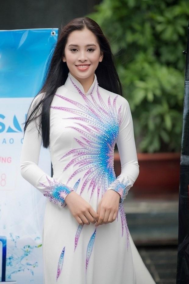 Hành trình nhan sắc của Trần Tiểu Vy toả sáng đến ngôi vị Hoa hậu Việt Nam 2018 - Ảnh 1.