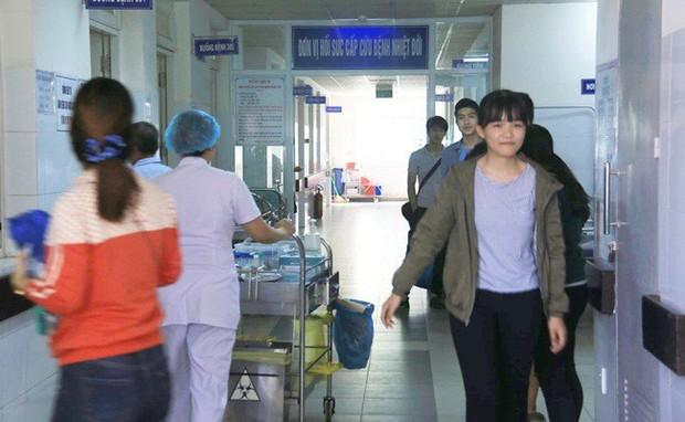 Đà Nẵng: Cả gia đình đi du lịch, mẹ và con tử vong nghi do ngộ độc, người cha nguy kịch - Ảnh 1.