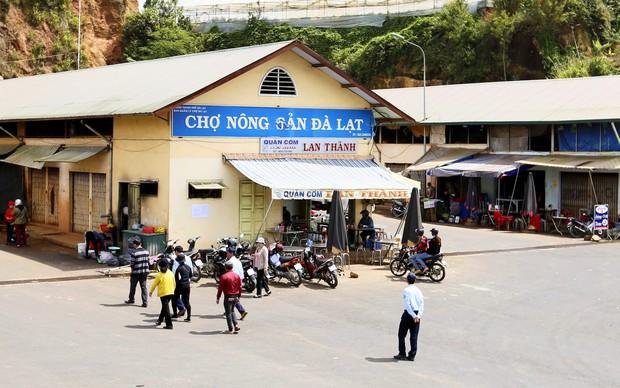 Tiểu thương chợ Nông sản Đà Lạt xin lùi thời gian chuyển khoai tây Trung Quốc tồn kho ra ngoài - Ảnh 3.