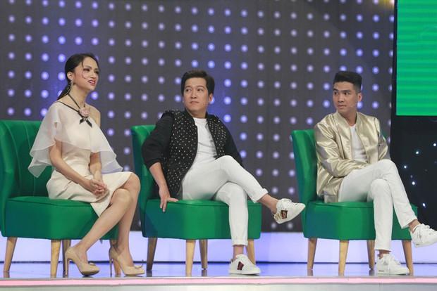 Giọng ải giọng ai: Hương Giang giữ vững thần thái Hoa hậu khi song ca với thí sinh thảm họa - Ảnh 2.