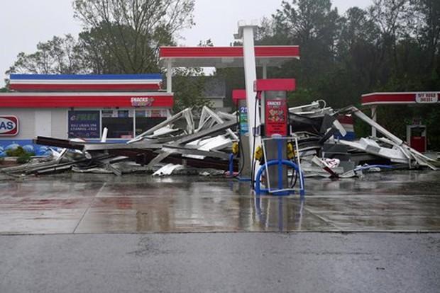 Mỹ tiếp tục hứng chịu thiệt hại nặng nề do bão Florence - Ảnh 1.