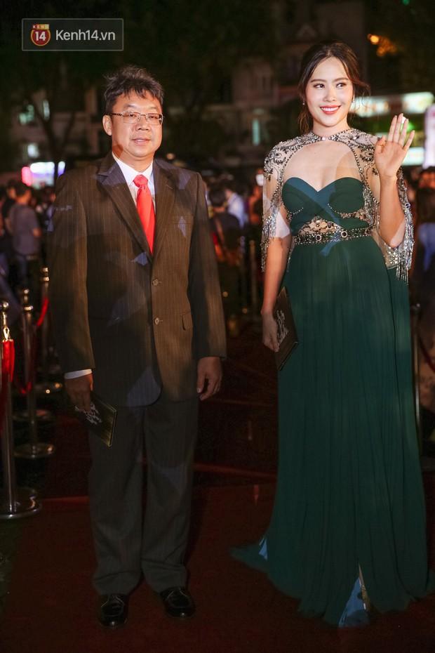 Màn tăng cân gây sốc trên thảm đỏ Hoa hậu Việt Nam: Từ Nam Em (M) sao thành Nam XL nhanh quá thế này? - Ảnh 1.