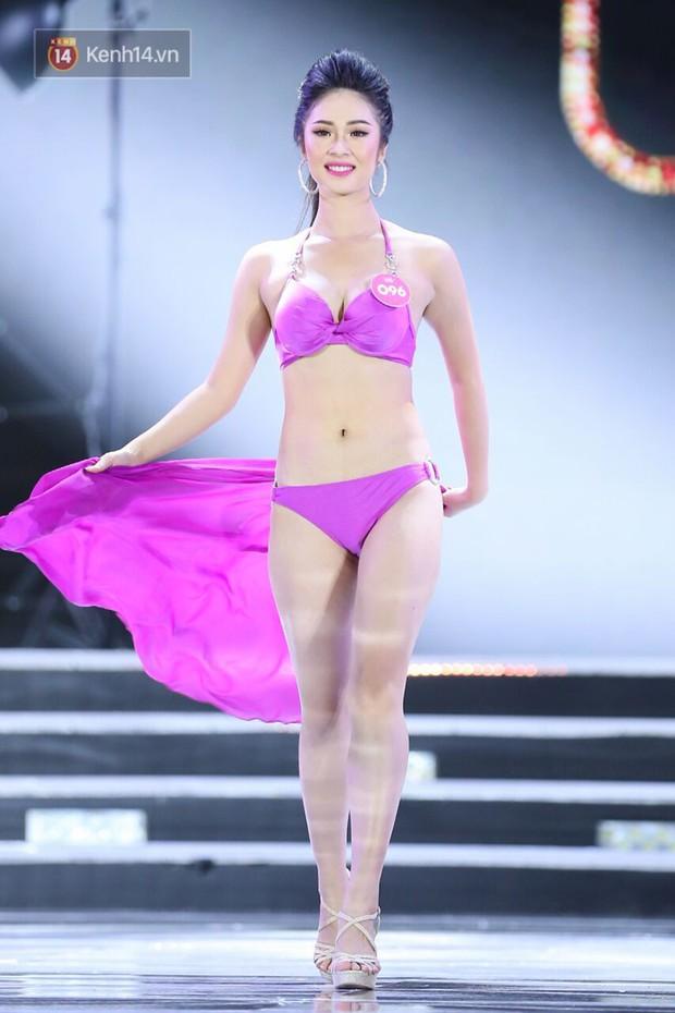 Cận cảnh hình thể nóng bỏng của Top 25 thí sinh Hoa hậu Việt Nam 2018 trong màn trình diễn bikini - Ảnh 9.