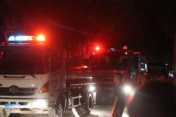 Nóng: Cháy lan kinh hoàng cả dãy trọ gần viện Nhi ở Hà Nội, nhiều người ôm mặt khóc nức nở - Ảnh 20.