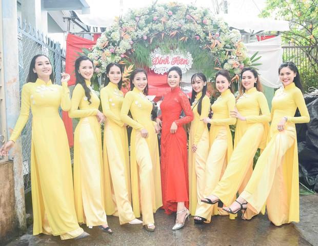 Hoa hậu trả vương miện Đặng Thu Thảo rạng rỡ bên vị hôn phu trong lễ đính hôn tại Cần Thơ - Ảnh 3.