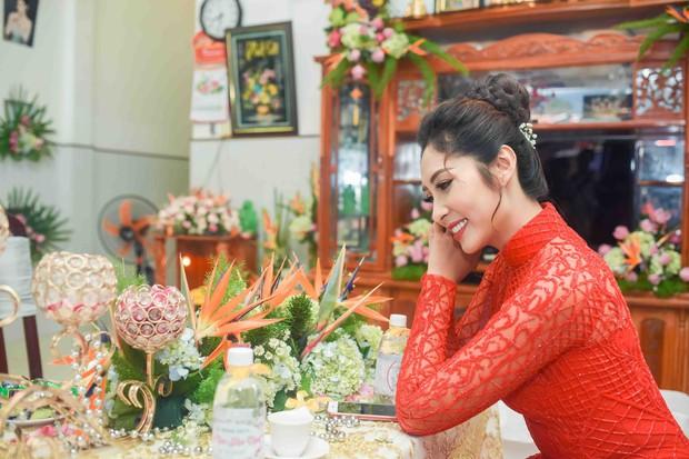 Hoa hậu trả vương miện Đặng Thu Thảo rạng rỡ bên vị hôn phu trong lễ đính hôn tại Cần Thơ - Ảnh 2.