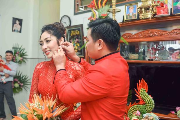 Hoa hậu trả vương miện Đặng Thu Thảo rạng rỡ bên vị hôn phu trong lễ đính hôn tại Cần Thơ - Ảnh 8.
