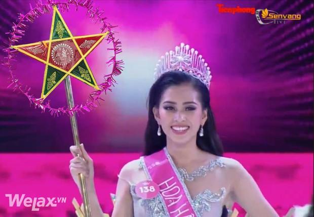Vẫn những câu hỏi nhỏ: chiếc quyền trượng của Tân Hoa hậu Việt Nam 2018 giống cái gì? - Ảnh 4.