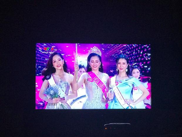 Vẫn những câu hỏi nhỏ: chiếc quyền trượng của Tân Hoa hậu Việt Nam 2018 giống cái gì? - Ảnh 3.