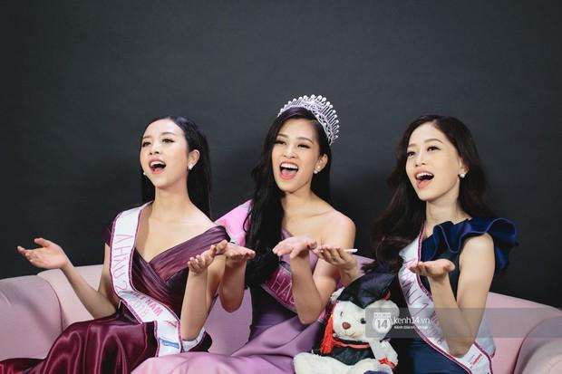 Clip: Bị chê bảng điểm kém, Hoa hậu Trần Tiểu Vy thể hiện khả năng nói tiếng Anh cùng Á hậu Phương Nga - Ảnh 2.