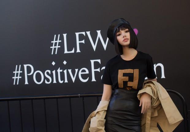 Tránh bão tại Vbiz, Jolie Nguyễn lên đồ chất chơi và âm thầm tỏa sáng tại London Fashion Week - Ảnh 3.