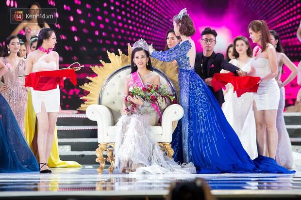 Vừa đăng quang, tân Hoa hậu Việt Nam Trần Tiểu Vy nhận được cơn mưa lời khen từ dân mạng - Ảnh 1.