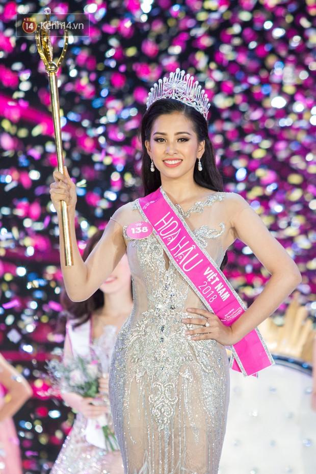 Vừa đăng quang, tân Hoa hậu Việt Nam Trần Tiểu Vy nhận được cơn mưa lời khen từ dân mạng - Ảnh 6.