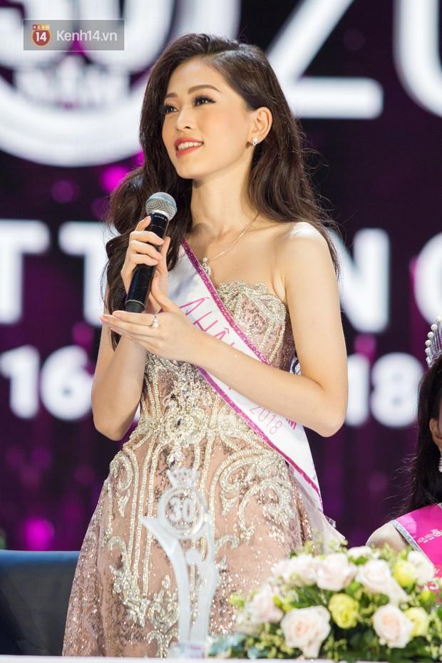 Clip: Phương Nga thể hiện khả năng nói tiếng Anh sau khi đăng quang Á hậu Việt Nam 2018 - Ảnh 4.