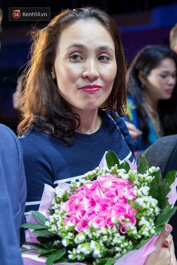 Clip: Mẹ Hoa hậu Trần Tiểu Vy nói gì khi con gái bị chê ứng xử lúng túng, trả lời phỏng vấn ngây ngô? - Ảnh 3.