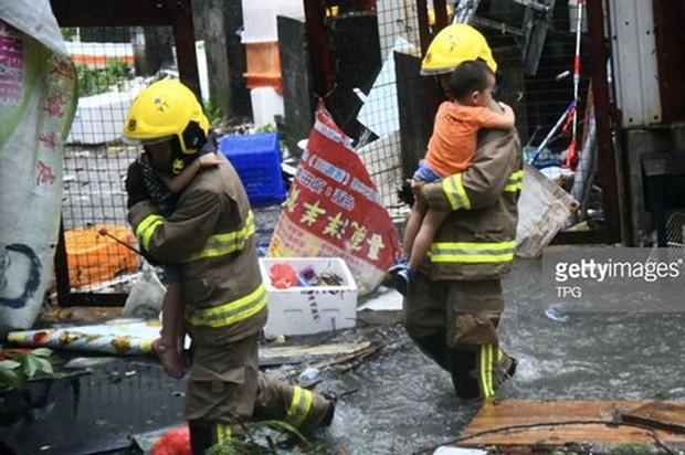 Hơn 360 nạn nhân nhập viện do siêu bão Mangkhut tại Hong Kong - Ảnh 1.
