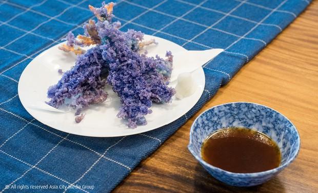 Chỉ cần biến tấu thêm một thứ nguyên liệu mà món tôm chiên xù khi đến Thái đã hóa tím và tạo thành trào lưu - Ảnh 3.