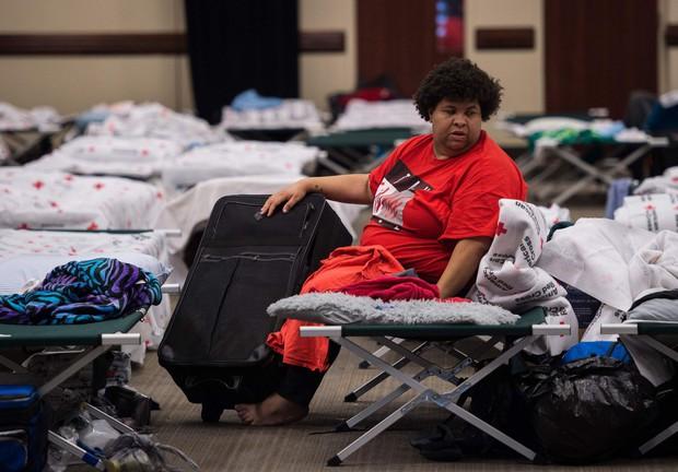 Bên trong làn nước lũ sau siêu bão Florence, người dân Đông Mỹ đang phải chịu đựng những mối nguy hiểm chết người - Ảnh 5.