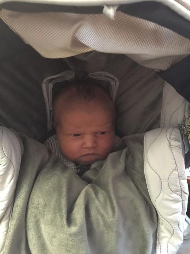 Chùm ảnh: Những em bé sơ sinh có gương mặt già như quả cà, một nhóc còn giống hệt Gordon Ramsay - Ảnh 12.