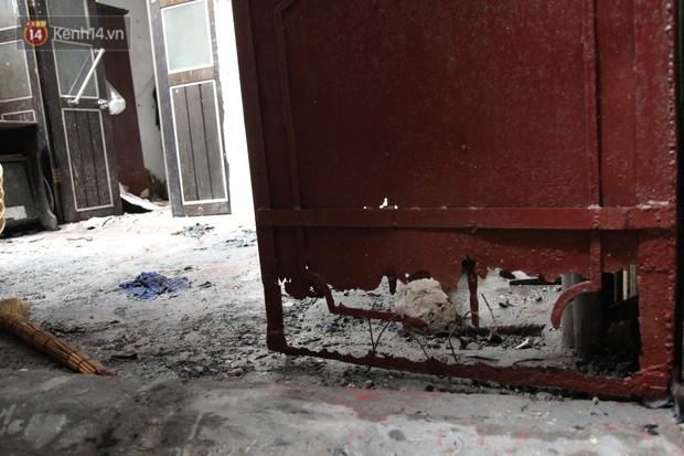 Ảnh, clip: Khung cảnh tan hoang bên trong dãy trọ bị giặc lửa thiêu rụi ở Hà Nội - Ảnh 6.