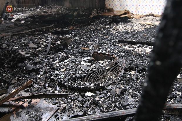 Ảnh, clip: Khung cảnh tan hoang bên trong dãy trọ bị giặc lửa thiêu rụi ở Hà Nội - Ảnh 8.