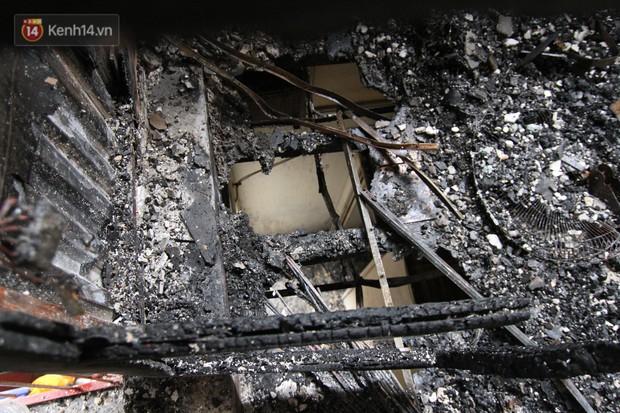 Ảnh, clip: Khung cảnh tan hoang bên trong dãy trọ bị giặc lửa thiêu rụi ở Hà Nội - Ảnh 10.