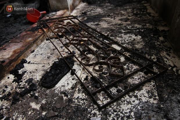 Ảnh, clip: Khung cảnh tan hoang bên trong dãy trọ bị giặc lửa thiêu rụi ở Hà Nội - Ảnh 15.